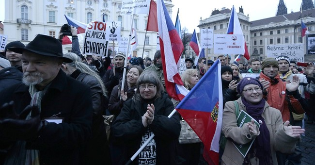 Hundreds protesters rally against Islam in Czech capital