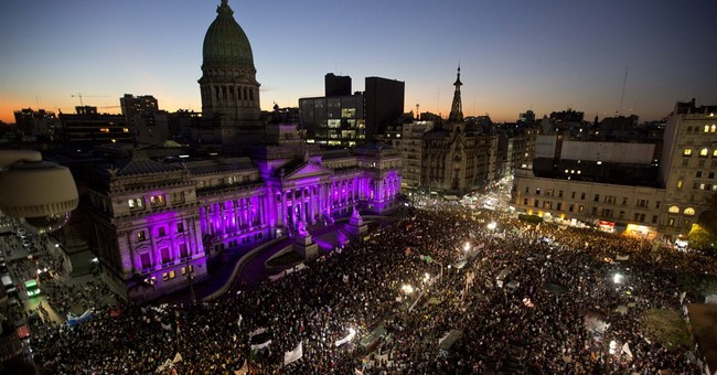 Argentine Congress considers making street harassment crime