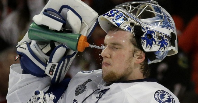Lightning lose 2-1 to Blackhawks in Game 4 of Stanley Cup
