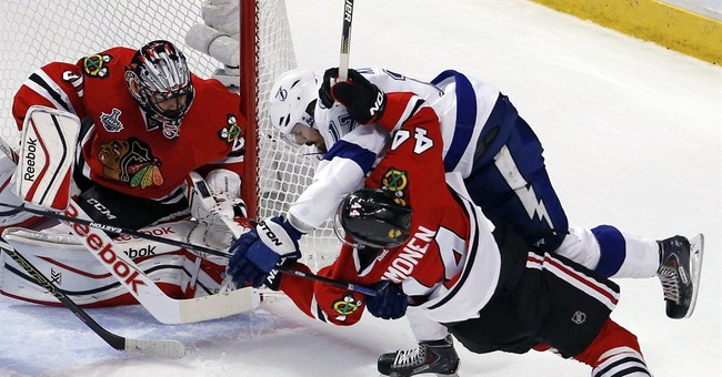 The Latest: Chicago beats Tampa 2-1, evens Final at 2-2