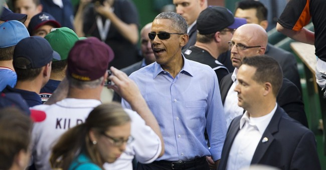Obama stays neutral in NBA, roots for NHL's Blackhawks