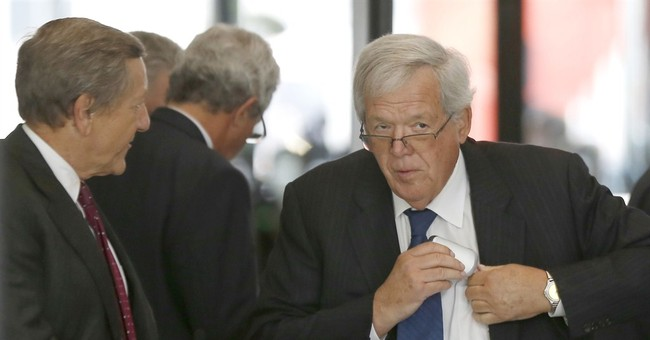 2 reporters cited for breaking rules at Hastert arraignment
