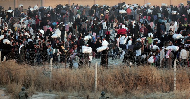 Thousands of Syrians flee into Turkey amid intense fighting