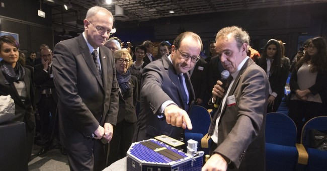 Spacecraft that landed on comet finally wakes up