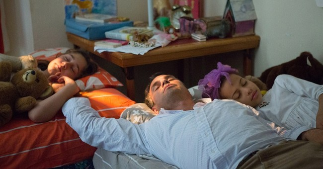Forbes, Ruffalo movingly craft a bipolar dad in 'Polar Bear'