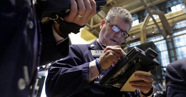 US stocks edge lower as investor look overseas