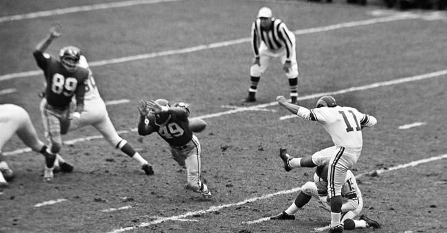 Former NFL player, Spanish-language TV pioneer dies at 77