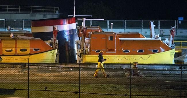 22 hurt when cruise ship crashes at upstate NY seaway lock