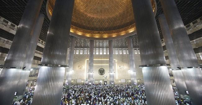 Image of Asia: Muslims gather for Ramadan Friday prayers