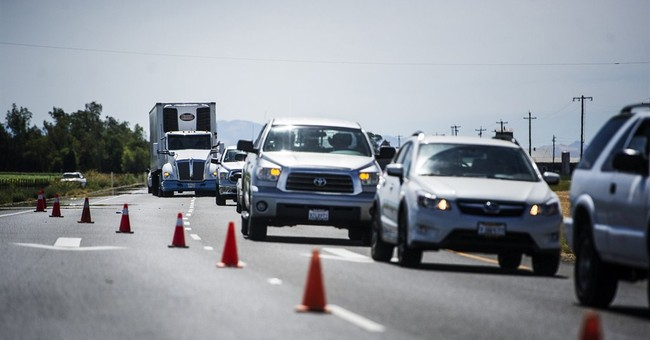 3 farm workers killed, 5 hurt in van crash in California