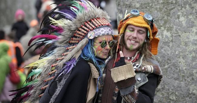 Thousands at Stonehenge mark summer solstice