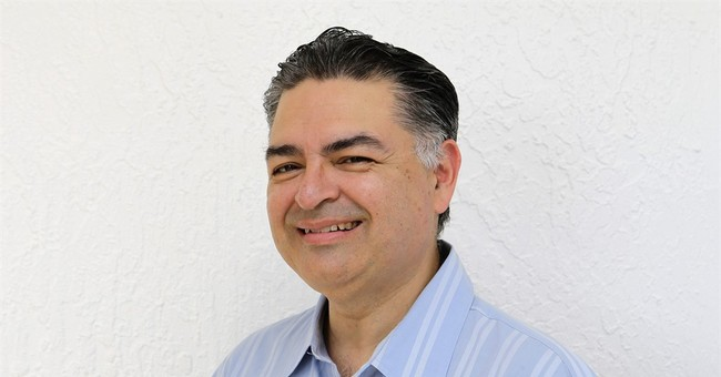 AP hires Sergio Bustos as Miami-based politics writer