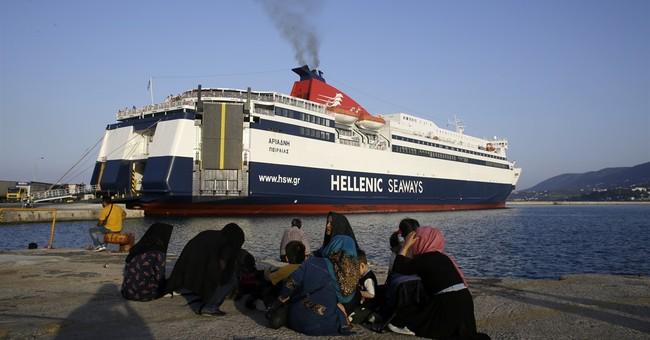 Greeks worry about impact of refugee crisis on tourism