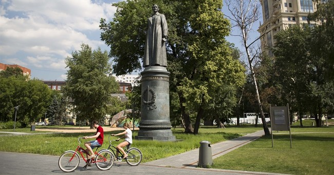 Moscow officials allow vote on restoring Soviet-era statue