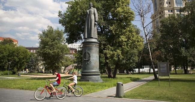 Moscow officials allow vote on restoring Soviet-era statue