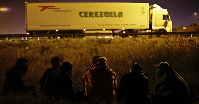 Migrants jump on trucks as under-Channel traffic resumes
