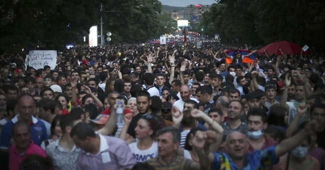Standoff in Armenia continues, no end in sight