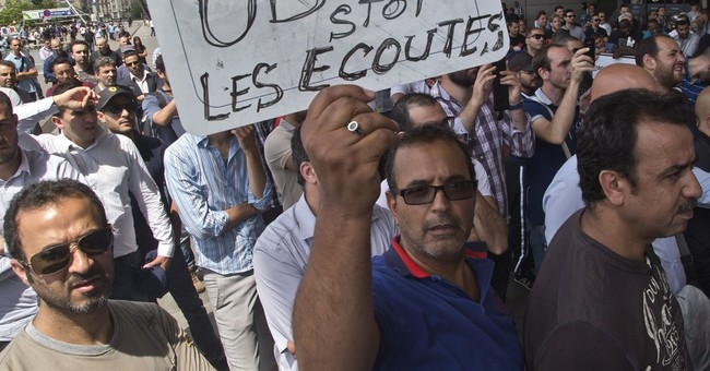 French taxi drivers smash cars in strike against Uber