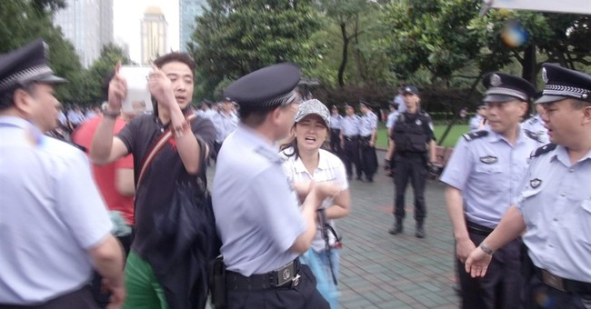 Shanghai police remove protesters who oppose chemical plant