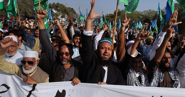 Pakistani Muslims and Christians protest Charlie Hebdo