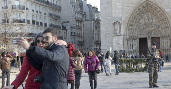 Tourist numbers in Paris drop following terror attacks