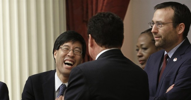 California Legislature passes strict school vaccine bill