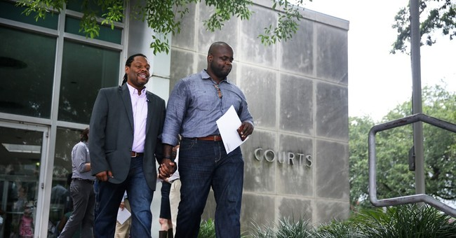 La. court clerks get OK to issue same-sex marriage licenses