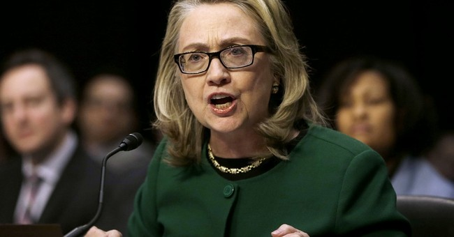 Top Obama aides knew about Clinton's private email in 2009