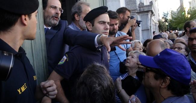 Pension pinch: Elderly Greeks stand on line to get cash