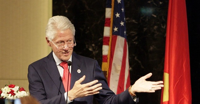 Bill Clinton visits Vietnam to mark 20th anniversary of ties