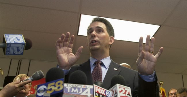 With social media tease, Wisconsin's Walker jumps into 2016