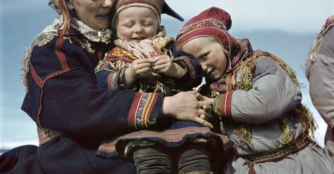 Rarely seen color photos by Robert Capa in Budapest exhibit