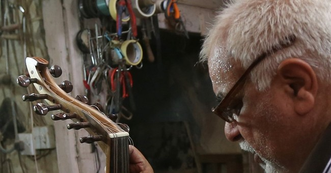 Iraqi musicians play ancient oud to soften din of war