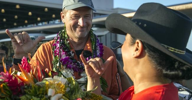 Solar plane lands in Hawaii after record-breaking flight