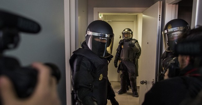 New Spain law sets big fines for disseminating police images