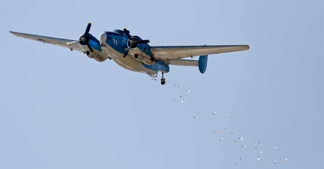 'Candy Bomber' drops sweets from Utah's air for July 4