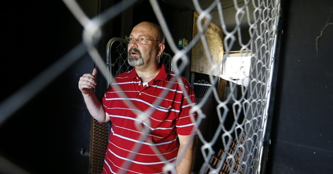 Owners of former Vick dogfighting house clash with county
