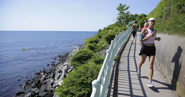 Newport's Cliff Walk by Gilded Age mansions now smoke-free