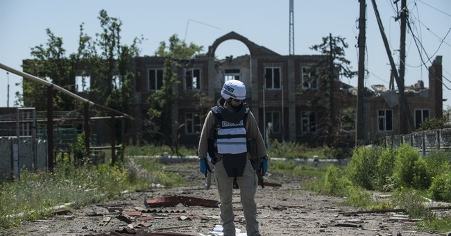 Land mine blast in east Ukraine kills 5 soldiers, wounds 3