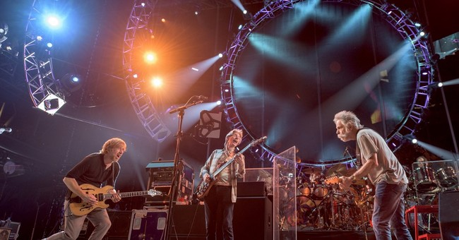 Man critically hurt in fall at Grateful Dead show in Chicago