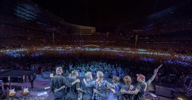 Last Grateful Dead show breaks Chicago stadium ticket record