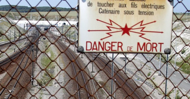 Migrant dies on Eurotunnel tracks between France, England