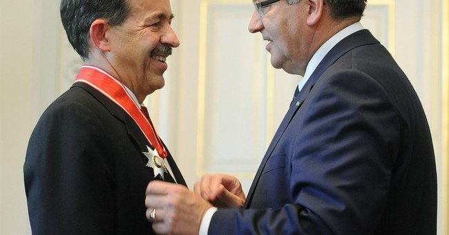 Outgoing US ambassador to Poland is honored for his service