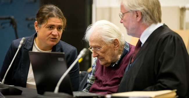 German Auschwitz trial: Justice system criticized by lawyers