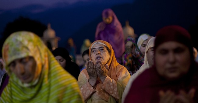 Image of Asia: Prayers at Kashmiri shrine