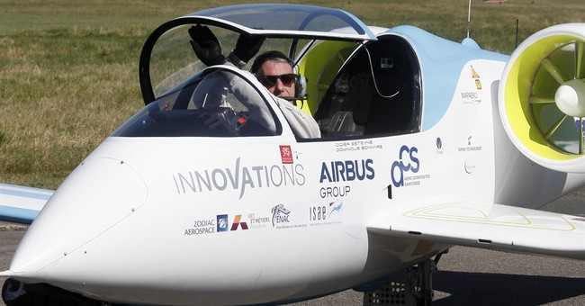 Upstart vs Airbus: 1st electric planes cross English Channel