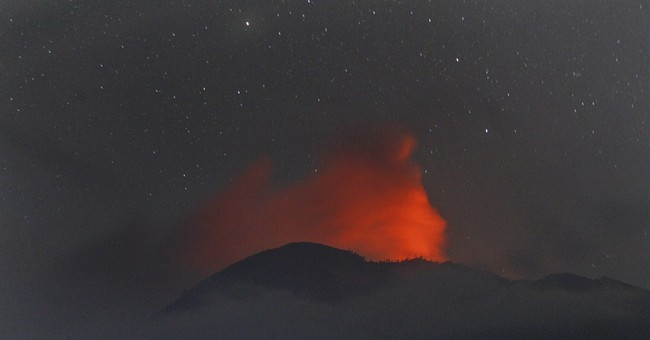 Eruption of Indonesian volcano sparks travel chaos