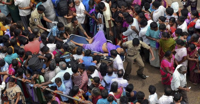 Rush for shoes at India festival triggers stampede, kills 27