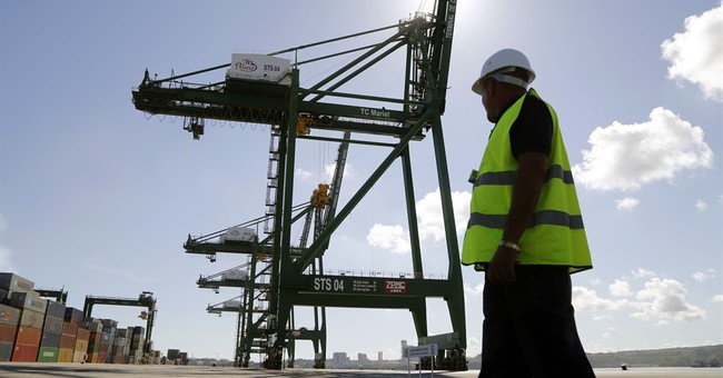 Cuba: Mariel port, economic zone attract 1st foreign firms