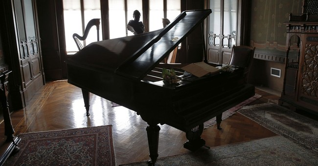 Home for retired musicians raises funds to buy Verdi letters